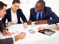 פגישת עסקים לצורך הלוואה לעסק במשבר