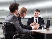 פגישת אנשי עסקים בנוגע להלוואה