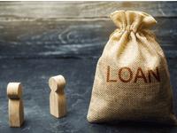 שק יוטה מלא במטבעות ועליו כיתוב הלוואה