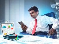 איש עסקים מחפש הלוואה לפתיחת עסק חדש