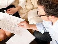 עובדי מדינה קוראים הסכם של הלוואה